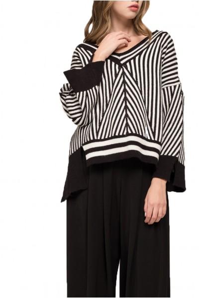 Moon River - Women's Asymmetrical Hem Sweater - White